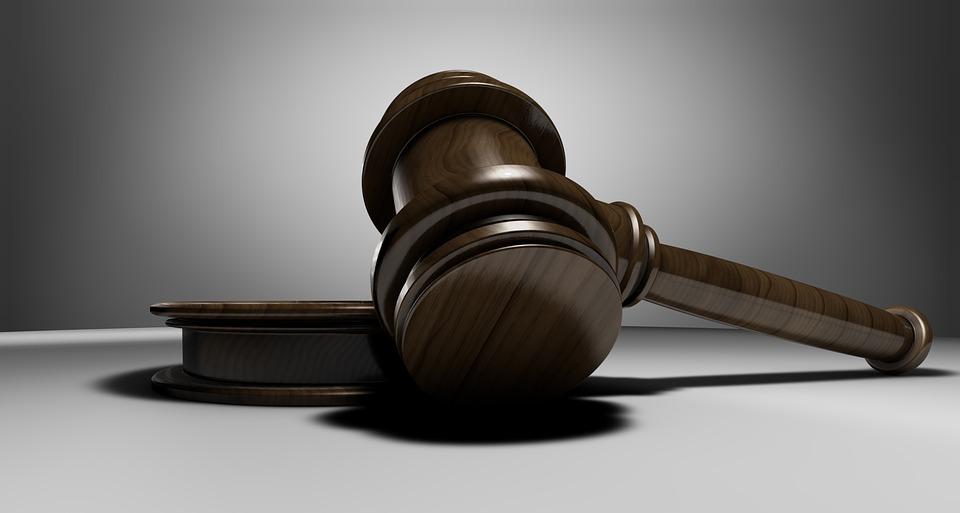 Suspendidos los plazos procesales, administrativos y de prescripción y caducidad.